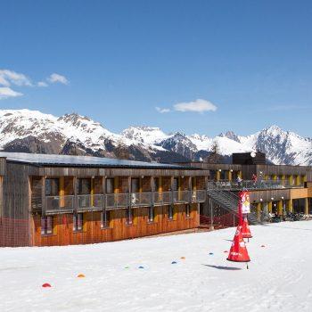 Station de ski sous la neige à la Plagne